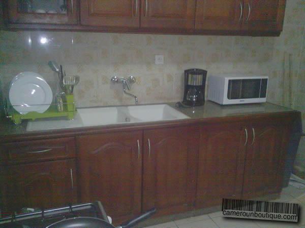 Appartement meubl f3 2 chambres douala bonapriso 67 for Appartement meuble douala