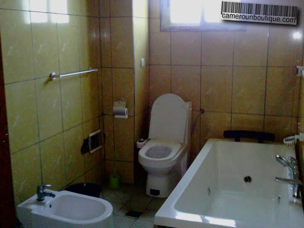 Appartement meubl 3 chambres f4 douala bonamoussadi 55 for Appartement meuble a douala