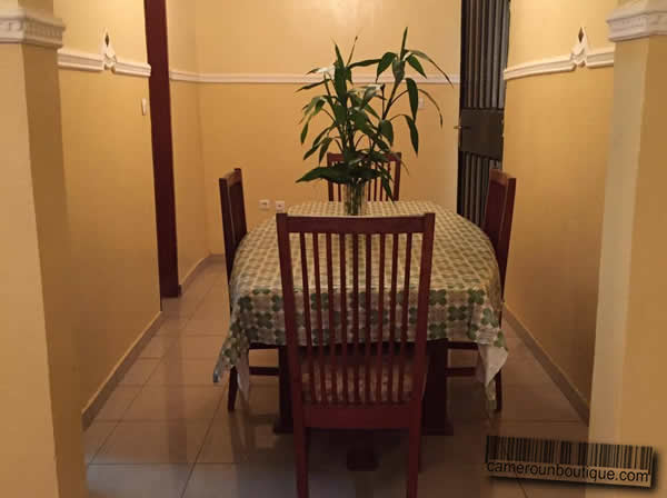Appartement meubl 3 chambres f4 yaound omnisport 30 for Appartement meuble a yaounde