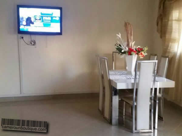 Appartement meubl f3 berlux bonamoussadi douala 30 for Appartement meuble douala