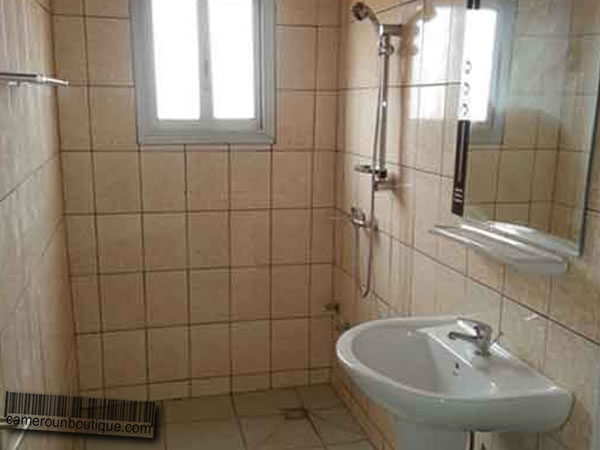 Appartement meubl f3 2 chambres louer yaound emombo for Appartement meuble a yaounde cameroun