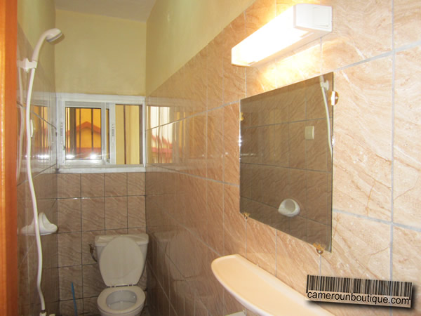 Appartement meubl 3 chambres f4 yaound omnisport 30 for Appartement meuble a yaounde cameroun