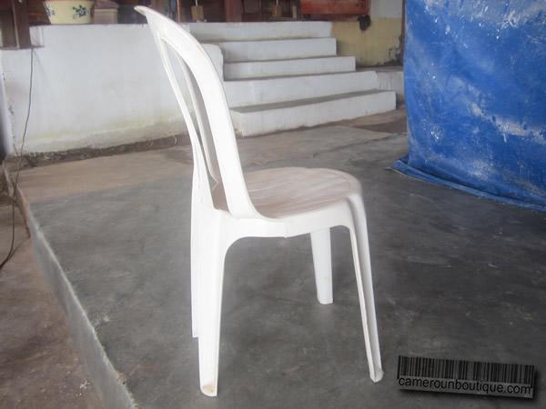 Chaise Blanche Simple En Plastique 200FCFA