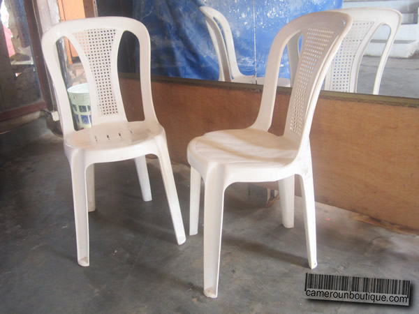 chaise blanche simple en plastique 200fcfa cameroun boutique. Black Bedroom Furniture Sets. Home Design Ideas