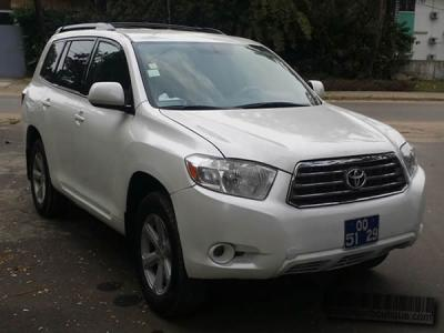 Location Toyota Highlander 4X4 à Douala