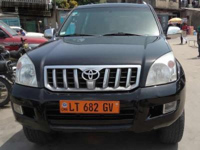 Location voiture Toyota Prado 9 places à Douala