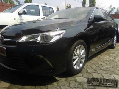 Location Voiture luxe Toyota Camry Noir GLX à Douala
