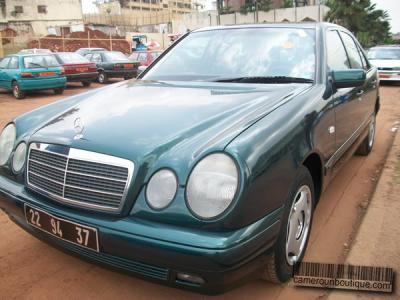 Location Voiture Mercedes Class E 280 à Yaoundé