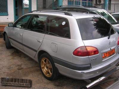 Location Voiture Toyota Avensis Familiale à Douala