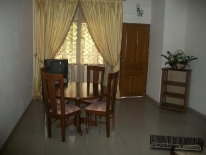 Salon appartement meublé à louer Yaoundé Tropicana