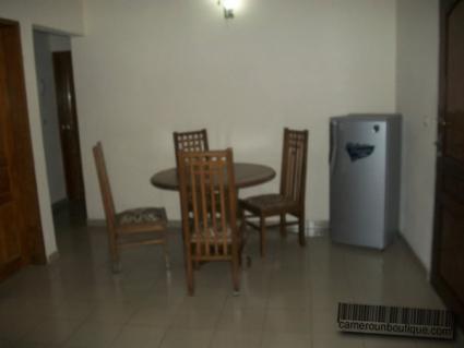 Salle à manger appartement meublé Yaoundé Tropicana