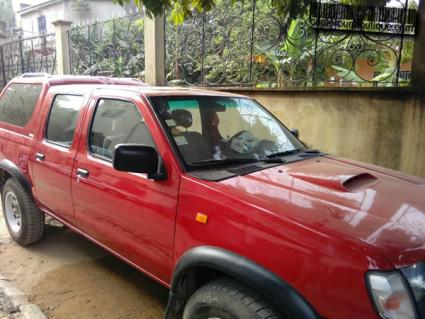 Location Nissan 4X4 Double Cabine HardBody à Douala