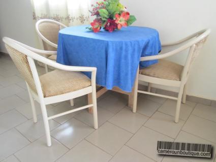 Salle à manger Studio meublé Yaoundé Ekié