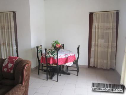 Salle à manger appartement meublé louer à Yaoundé Ekié