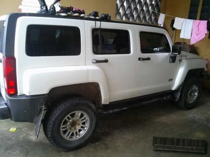 Voiture Hummer Climatisée à louer à Douala