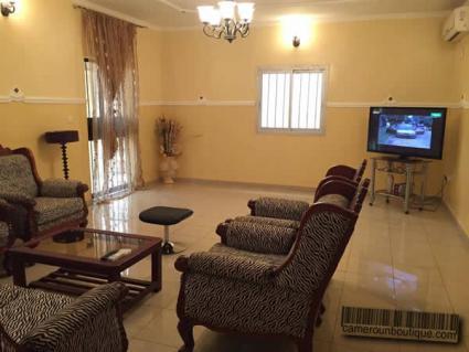 Appartement meublé 3 chambres F4 à louer à Yaoundé Omnisport