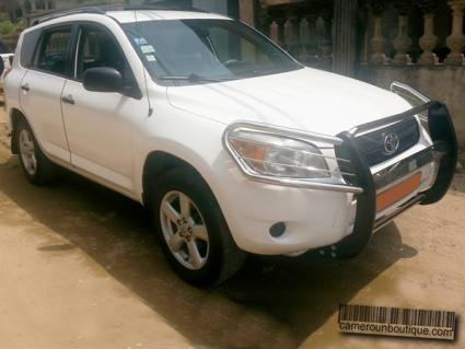 Location Toyota Rav4 2008 5 Places à Douala