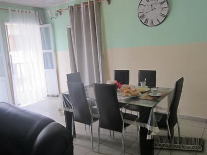 Appartement meublé 3 chambres F4 à louer à Douala Bonapriso