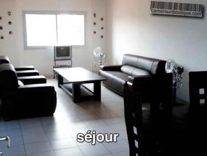 Appartement meublé 2 chambres F3 à louer à Yaoundé Emombo