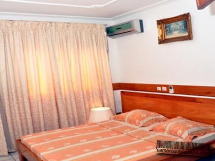 Chambre appartement luxe meublé Douala Akwa