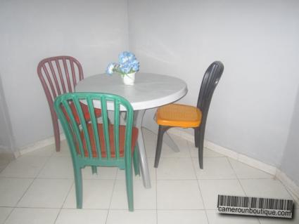 Studio meublé à Yaoundé Mvan Entrée BEAC (Salle à manger)