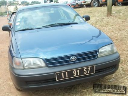 Voiture Toyota Carina E à Yaoundé