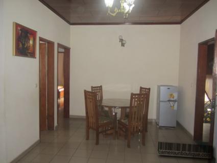 Salle à manger studio meublé à louer Yaoundé Tropicana