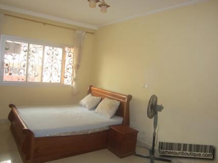 Chambre appartement meublé à yaoundé mvan entrée BEAC