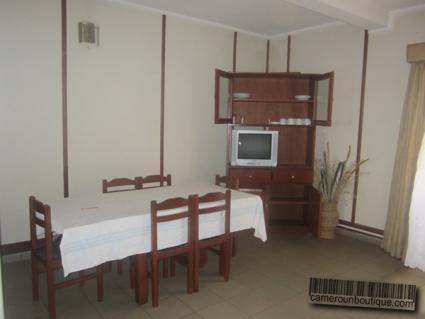 Salle à manger Appartement meublé Yaoundé Tsinga