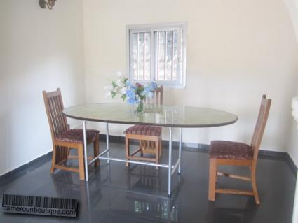 Salle à manger Studio meublé Yaoundé Ahala