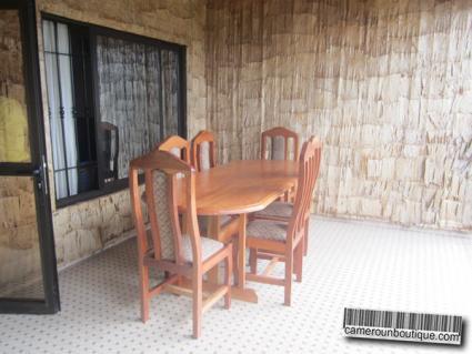 Salle à manger appartement meublé à Nkol Bison Yaoundé