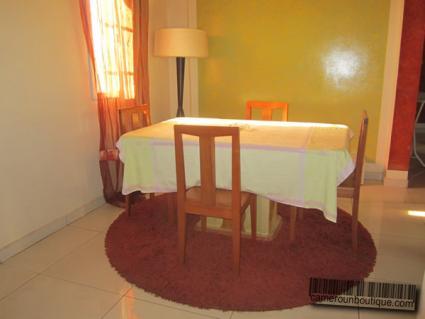 Salle à manger appartement meublé Yaoundé Elig Essono