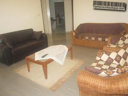 Studio meublé à Yaoundé Mvan Entrée BEAC (Salon)