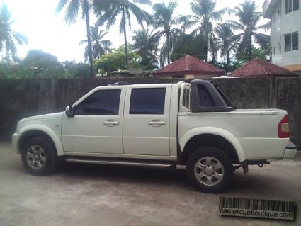 Location voiture Pick up double cabine Mazda 2000 à Douala
