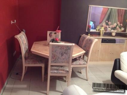 Salle à manger appartement meublé Douala Bonapriso