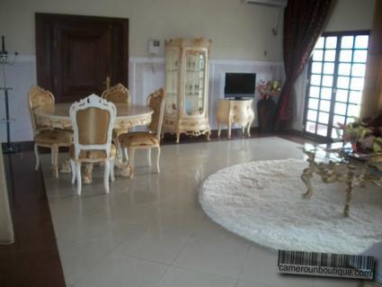 Salle à manger appartement meublé Yaoundé Nkomo Maetur