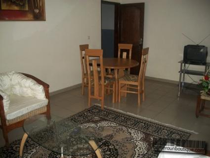 Salle à manger studio meublé à louer à Yaoundé Tropicana